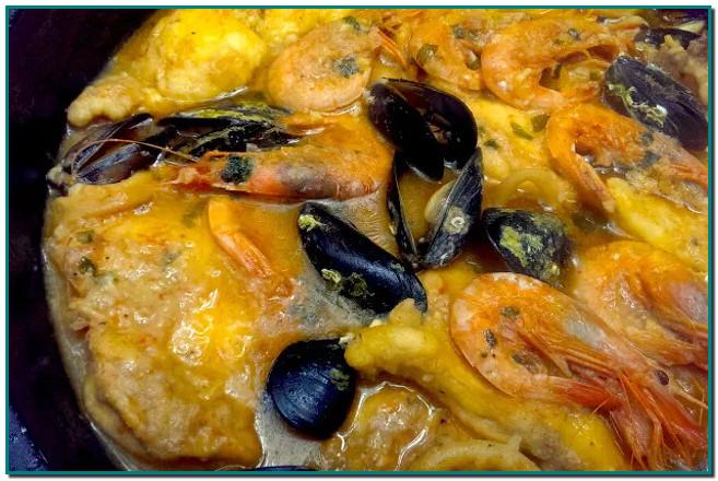 Els plats típics de Nadal a Andorra Sarsuela, canelons, suquet de peix, escudella, rostits d'ànec, els torrons... àpats que no poden faltar a la teva taula aquestes festes