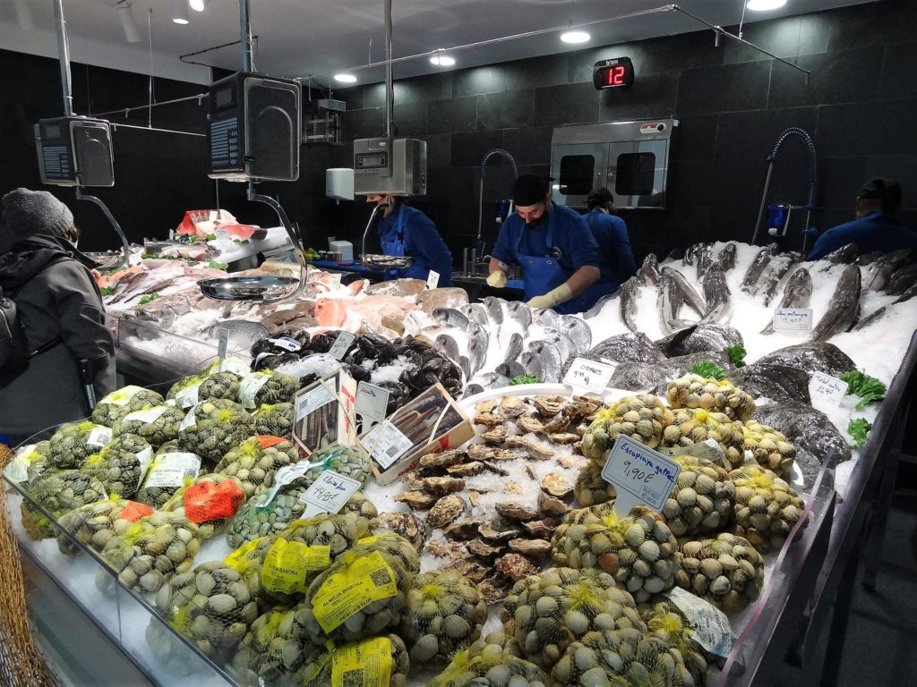 La nostra feina es basa a escollir amb cura el peix i marisc de la millor qualitat i transportar-lo a Andorra amb totes les garanties de conservació perquè puguis triar les millors peces de peix acabades de treure del mar.