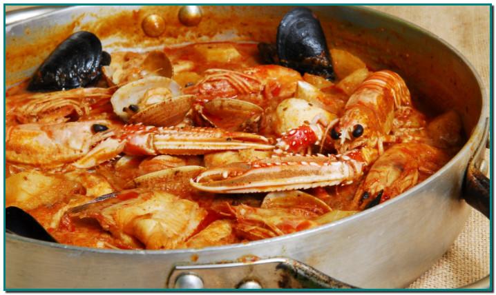 """Caldereta de peix Clàssica recepta per a un diumenge, no precisament per a un dia de cada dia, que es pot interpretar com una mena de """"sarsuela"""" però sense marcar primer el peix. A més pot portar o no marisc i sí que duu patates."""