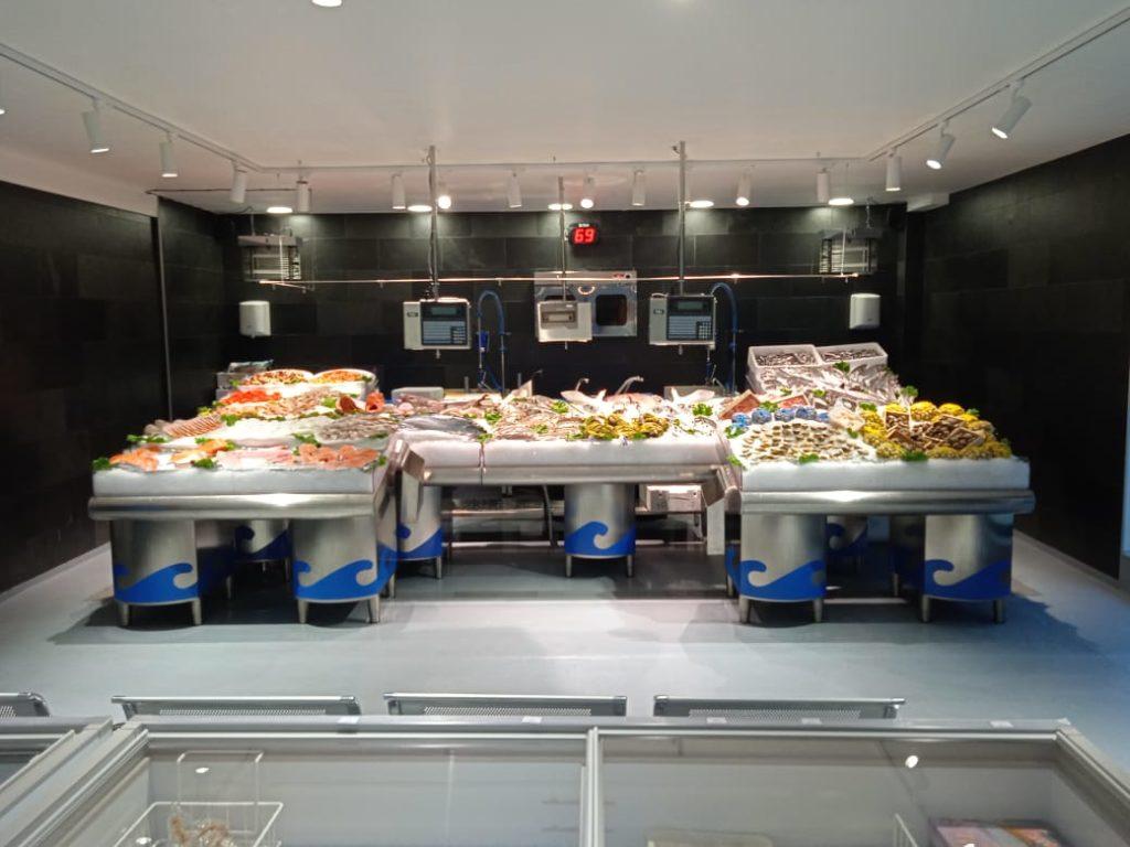 El lluç gallec de palangre que venem a Peixateries Gourmet Andorra són lluços seleccionats. Dels millors, seleccionem els millors. Així ho indica l'etiquetatge dels lluços que comprem cada dia.