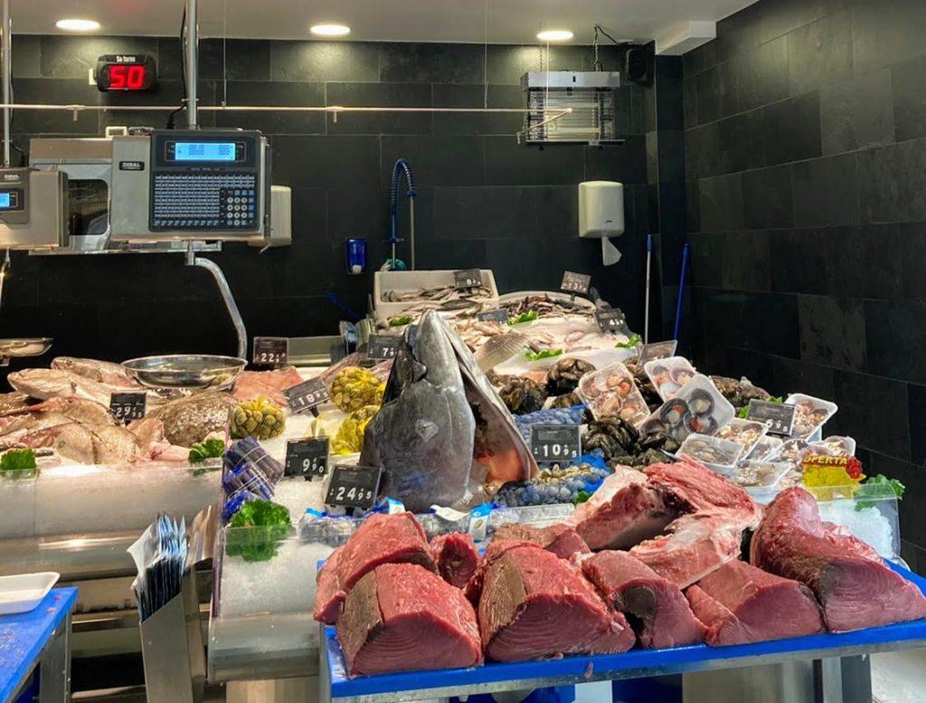 El peix blau és un grup de peixos que conté d'un 5% a un 11% de greix. En un mateix peix, la proporció de greix pot variar: sol ser més gran a l'estiu i a principis de tardorPeixateries Gourmet Andorra ronqueo de atún rojo salvaje de Barbate Cádiz con denominación de origen y certificado de garantía. PEIXATERIES GOURMET ANDORRA PEIX I MARISC FRESC DE LES MILLORS LLOTGES – Carrer SANT ESTEVE, 2 . (Estem davant de la CASS) AD500 ANDORRA la VELLA . T. +376808003 . Peixateriesgourmetandorra.com