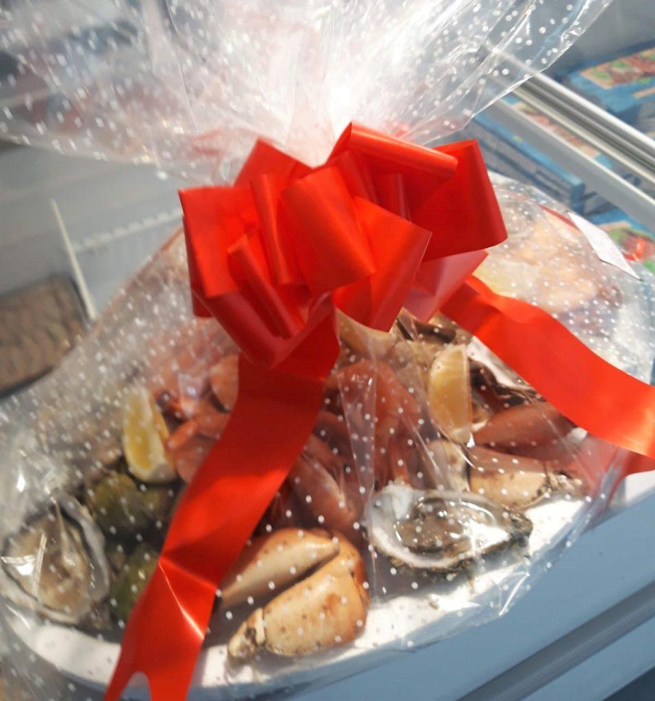 Tens algun aniversari, festa o esdeveniment?. Perquè no fas un regal singular. Una plata de peix i marisc de la lllotja a mida a Peixateries gourmet de la podem preparar.