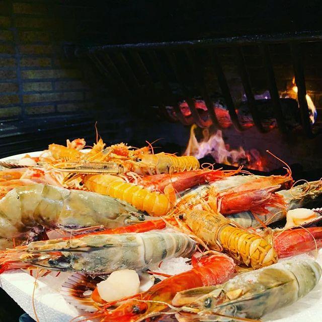 Una de les millors formes de cuinar el marisc és a la brasa i a Andorra tenim moltes cases on disposem d'una bona barbacoa, un bon marisc fet al punt és un plat increïblement únic i saborós.