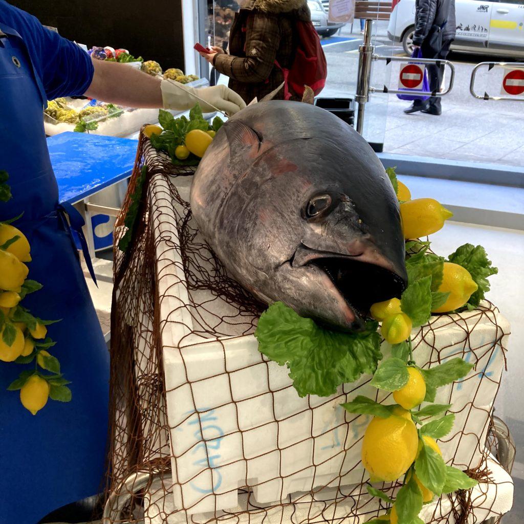 Benvinguts a Peixateries Gourmet Andorra, el millor peix i el marisc fresc de la llotja a la seva taula. Gran varietat de Peix i Marisc fresc de gran qualitat cada dia. Vivers de llagostes, llamàntols, escamarlans, nècores o bous de mar a la vista de tothom, estem davant de la CASS. Tel.+376808003. info@peixateriesgourmet.com .