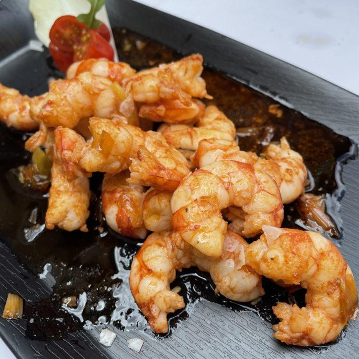 Alguns plats de peix i marisc fets a l'Arrosseria com a tapes, Cloïsses gallegues, Gambes Llagostineres i Llagostins a la planxa.