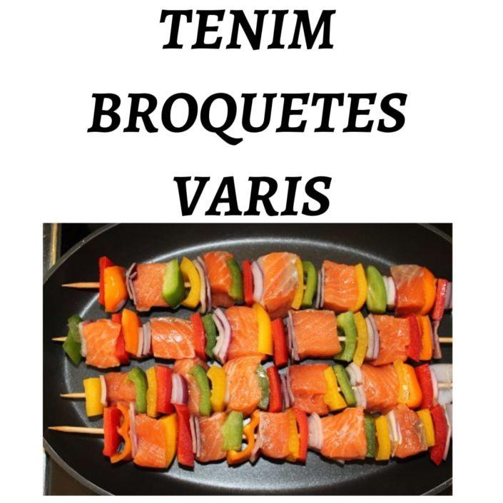 Tenim broquetes variades de salmó preparades per fer a la planxa o a la brasa